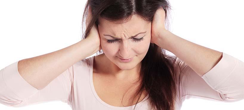 Las 7 peores cosas que le puedes hacer a tus oidos