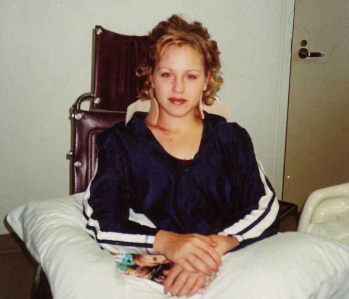 chica en la cama tetraplejica
